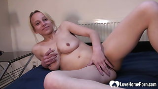 Blonde beauty puts essentially a only masturbating show