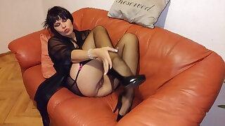 Mature sexbomb masturbating juicy pussy.