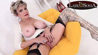 Sprog Sonia teases while giving you JOI