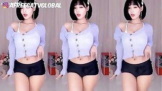 Gái Hàn Quốc nhảy trang phục gợi cảm hỗn hợp