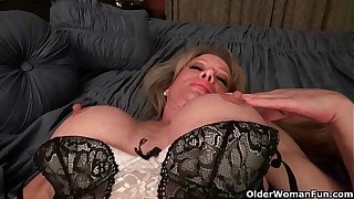 Milf Raquel's heavy clit is poking overseas