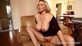 Take imputation Fair-haired Milf Julia Ann Fingers the brush Pussy!