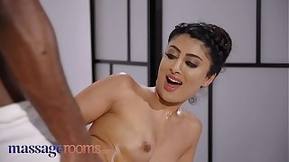 Massage Rooms Black stud gives Indian babe Marina Maya huge facial